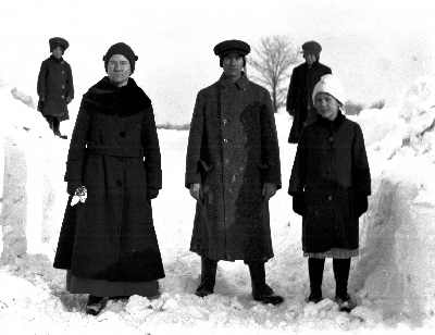 Snow with group 1918